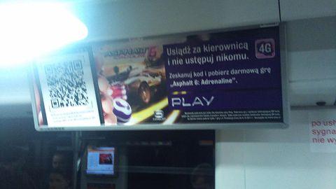 Krótka piłka: Play rozdaje gry w warszawskim metrze