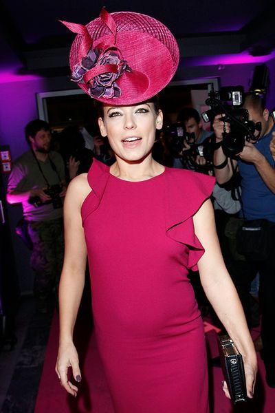 Aktorka i jej wielki... kapelusz