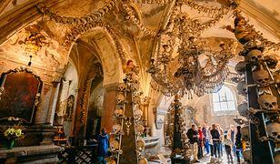 Kaplice pełne czaszek i kości. Jednych zachwycają, innych odrzucają