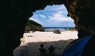 Koronawirus: turyści mieszkali w jaskini. Chcieli w niej przeczekać kwarantannę