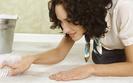 Kto myje podłogi w niemieckich domach?