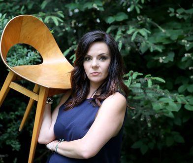 Dr Krystyna Łuczak-Surówka jest wykładowcą na Wydziale Zarządzania Kulturą Wizualną na Akademii Sztuk Pięknych w Warszawie