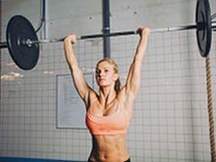 Ćwiczenia ze sztangą dla kobiet. Jak wykonać je prawidłowo?