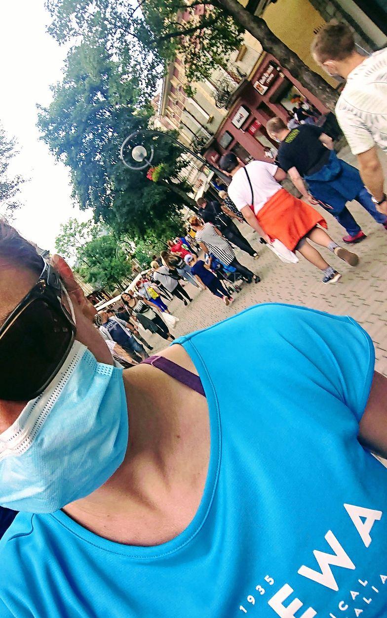 Justyna Kowalczyk w maseczce na Krupówkach. Ma to swoje zalety