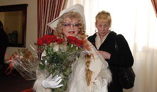 Violetta Villas i Elżbieta Burzyńska po wyjściu artystki ze szpitala psychiatrycznego, 2007