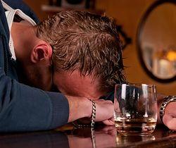 Robisz się czerwony, kiedy pijesz? Lepiej zwróć uwagę na swoje zdrowie.