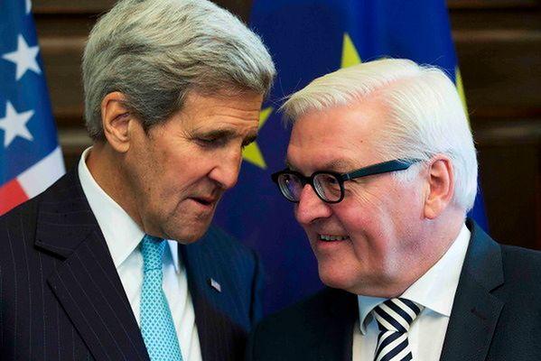 John Kerry, sekretarz stanu i minister spraw zagranicznych Niemiec Frank-Walter i  John Kerry