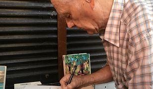 Zenon Fabiś z Poznania ma 81 lat i raka prostaty, żeby zarobić na leki wyprzedaje swój księgozbiór.