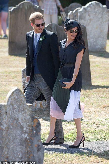 Meghan i Harry w drodze na wesele