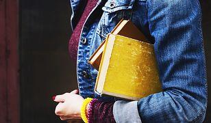 Jeansowe ubrania – dlaczego teraz nosi się je najlepiej?