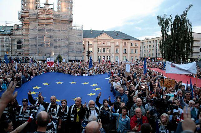 Protesty przed Sądem Najwyższym. Przemówił Lech Wałęsa