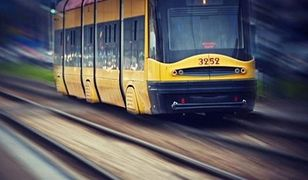 Zerwana sieć trakcyjna na pl. Bankowym. Utrudnienia w ruchu tramwajów