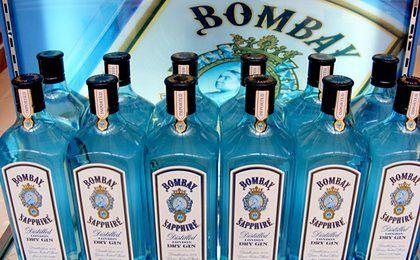 Niezwykła moc Bombay Sapphire. Zamiast zwykłego ginu, wlali do butelek 77-procentowy alkohol