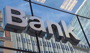 Dwa banki mają awarię tego samego dnia.