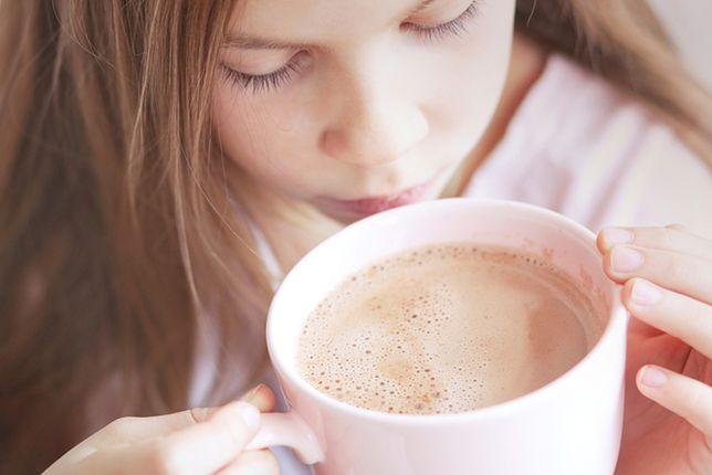 Gorące napoje potrafią doskonale rozgrzać szczególnie w zimowe wieczory. Zaliczamy do nich nie tylko kawę i herbatę. Przepisy na gorące napoje