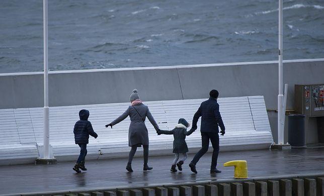 Matczyne emerytury powinny być też dla ojców. Rządowi prawnicy apelują