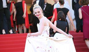 Aktorka zachwyciła elegancką suknią z trenem projektu Vivienne Westwood