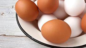 Mycie jajek. Dowiedz się, kiedy i po co to robić (WIDEO)