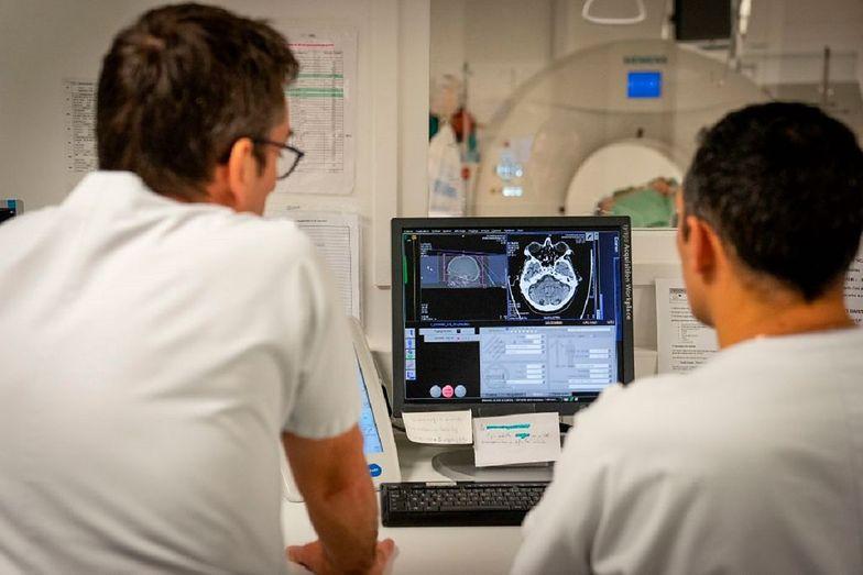 Nowe informacje o koronawirusie. COVID-19 może prowadzić do udaru i zmian w mózgu