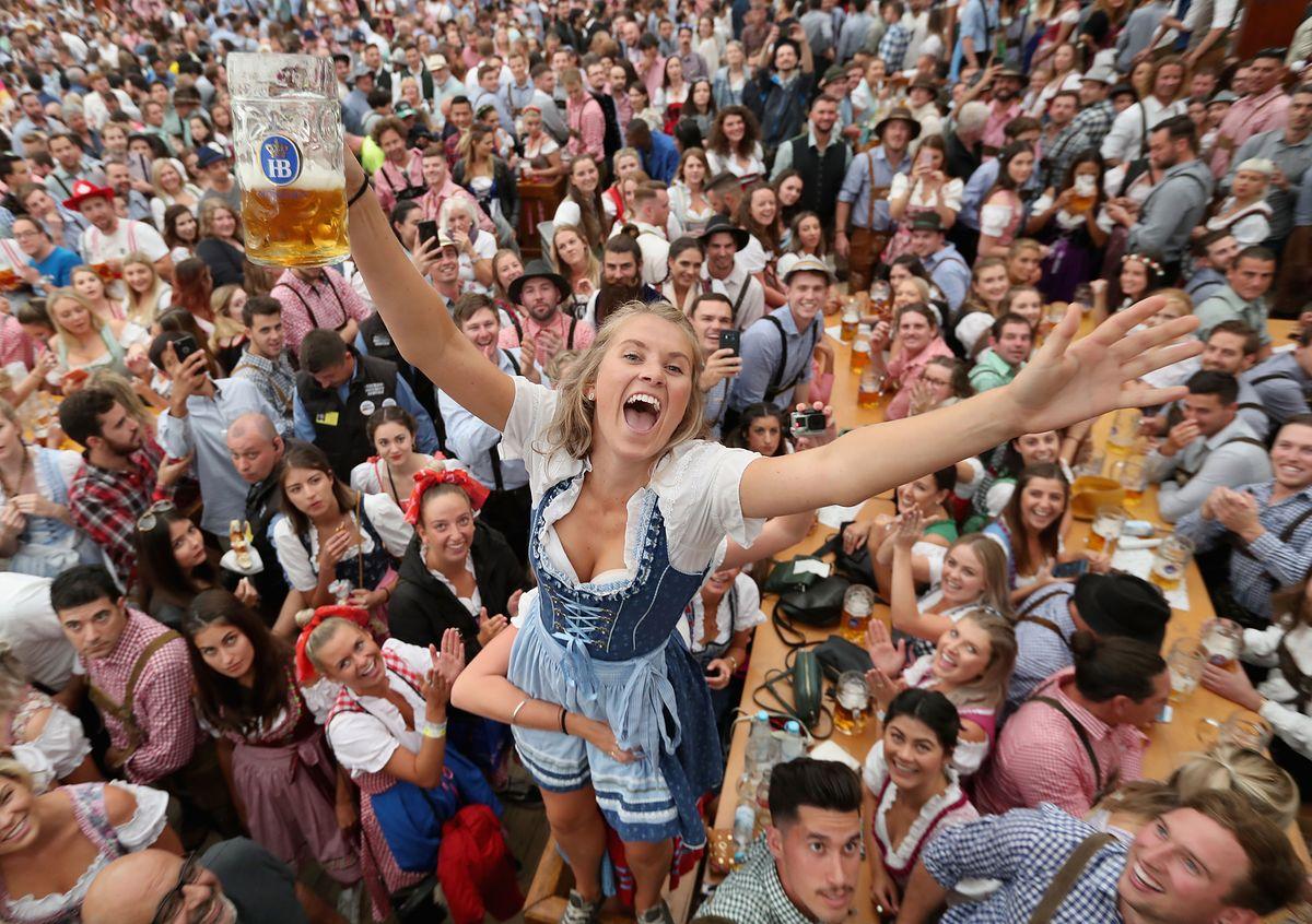 Piwo za 47 zł, miliony gości i gigantyczne kolejki.. Właśnie rozpoczął się Oktoberfest 2018