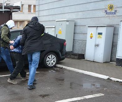 Policja zatrzymała podejrzanego w jego gdańskim mieszkaniu