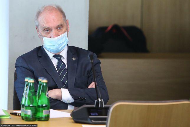 Konflikt w podkomisji smoleńskiej. Macierewicz pozbywa się niewygodnych członków