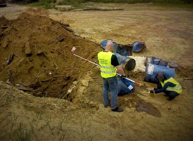 Śląskie. 63-letni mieszkaniec powiatu wodzisławskiego zakopywał niebezpieczne odpady.