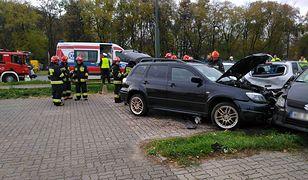 11 aut rozbitych w Warszawie. Stały na parkingu