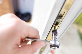 Zabezpieczenia okien i balkonu – spraw, by Twoje dziecko było bezpieczne