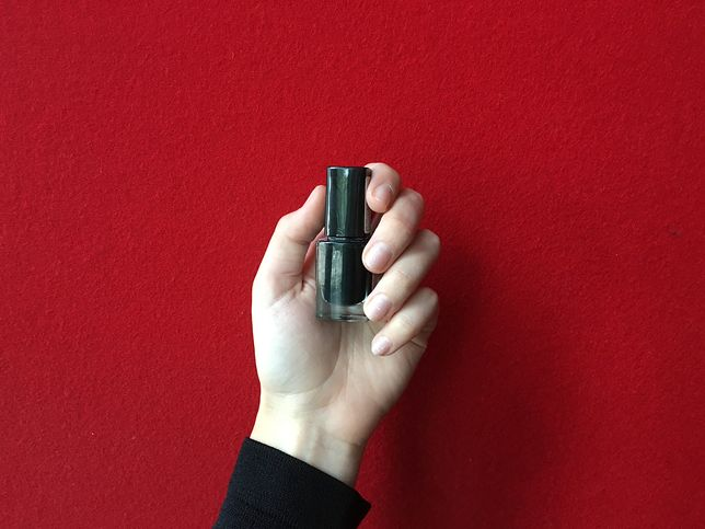 Używając lakieru możesz jednocześnie wprowadzać do organizmu niebezpieczny składnik DPHP