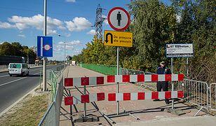 Zamknięty dla ruchu pieszego wiadukt drogowy w okolicy 65. kilometra torów w Wałbrzychu, gdzie wojsko rozpoczęło badania terenu