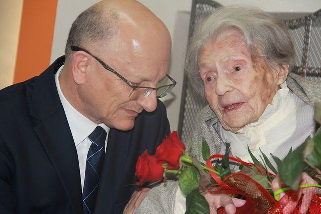 """Miała 111 lat. Zmarła najstarsza kobieta w Polsce. """"Zachwycała życiową mądrością"""""""