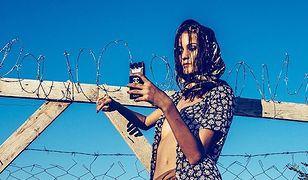 Węgierski fotograf mody przekroczył granice. Sesja inspirowana uchodźcami z Syrii w ogniu krytyki