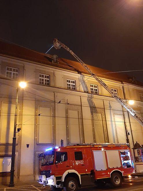 Kraków. Po godz. 17 na poddaszu Filharmonii Krakowskiej pojawił się ogień