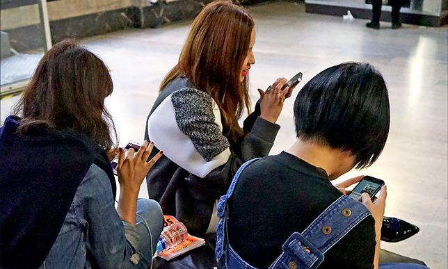 Już co dziesiąty nastolatek wysyła innym swoje intymne zdjęcia