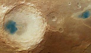 Tajemnicze niebieskie plamy na Marsie wyjaśnione