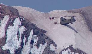 Śmigłowiec wylądował na zboczu wulkanu. Imponująca akcja ratownicza