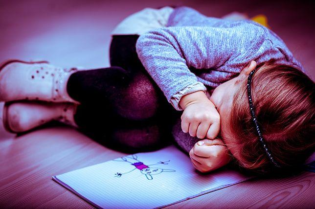 Dziewczynki w wieku 8-11 lat były bite i gwałcone przez matkę i jej konkubenta
