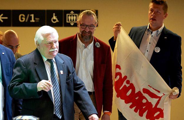 Lech Wałęsa i działacze KOD