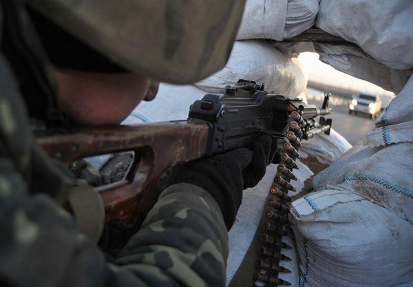Ukraiński żołnierz w pobliżu granicy z Krymem