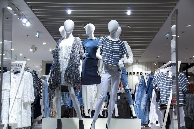 Pracownicy sklepów odzieżowych narzekają na zacofanie technologiczne. Klienci mogliby być obsługiwani szybciej