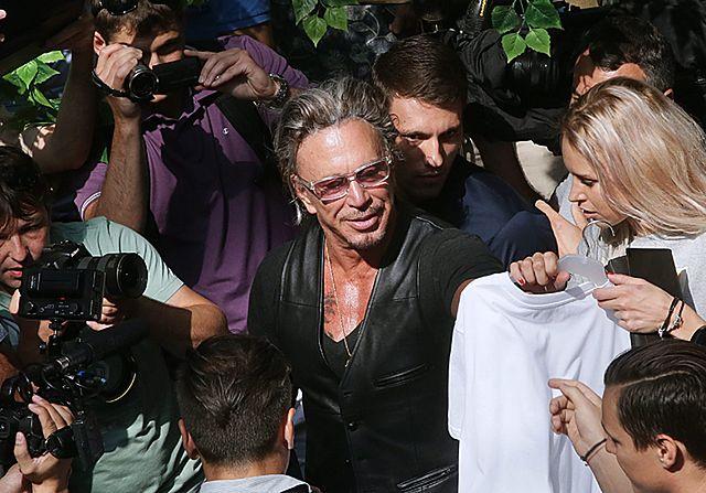 Nosi ją wszędzie. Znany aktor w koszulce z Putinem