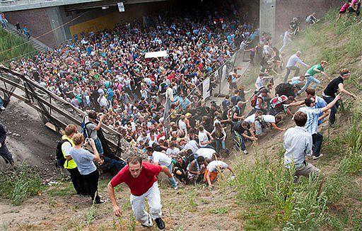 """""""Z czasem zaczęło brakować powietrza"""" - zmarła 19. ofiara paniki na Love Parade"""