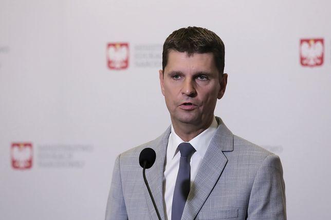 Szef MEN Dariusz Piontkowski chciał, by samorządowcy jeszcze na niego poczekali