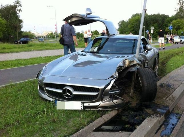 Rozbił auto za milion złotych! (zdjęcia)