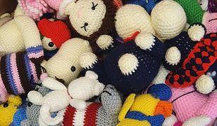 Warszawa. Skazane kobiety szydełkują zabawki dla dzieci