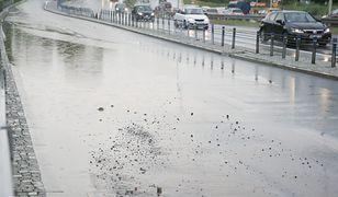 Warszawa. Wisłostrada zalana po ulewie