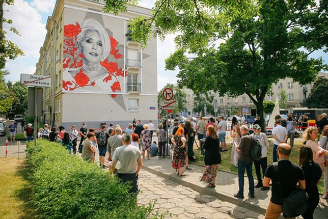 Warszawa. Odsłonięcie muralu Kory