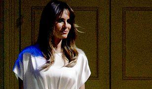 Na galę czy do łóżka? Melania Trump w jedwabnej sukience