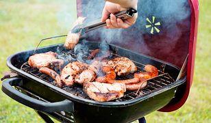Ile grillować mięso? Zasady zdrowego grillowania